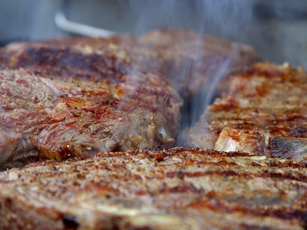 Muss Fleisch bei Zimmertemperatur auf den Grill gelegt werden?