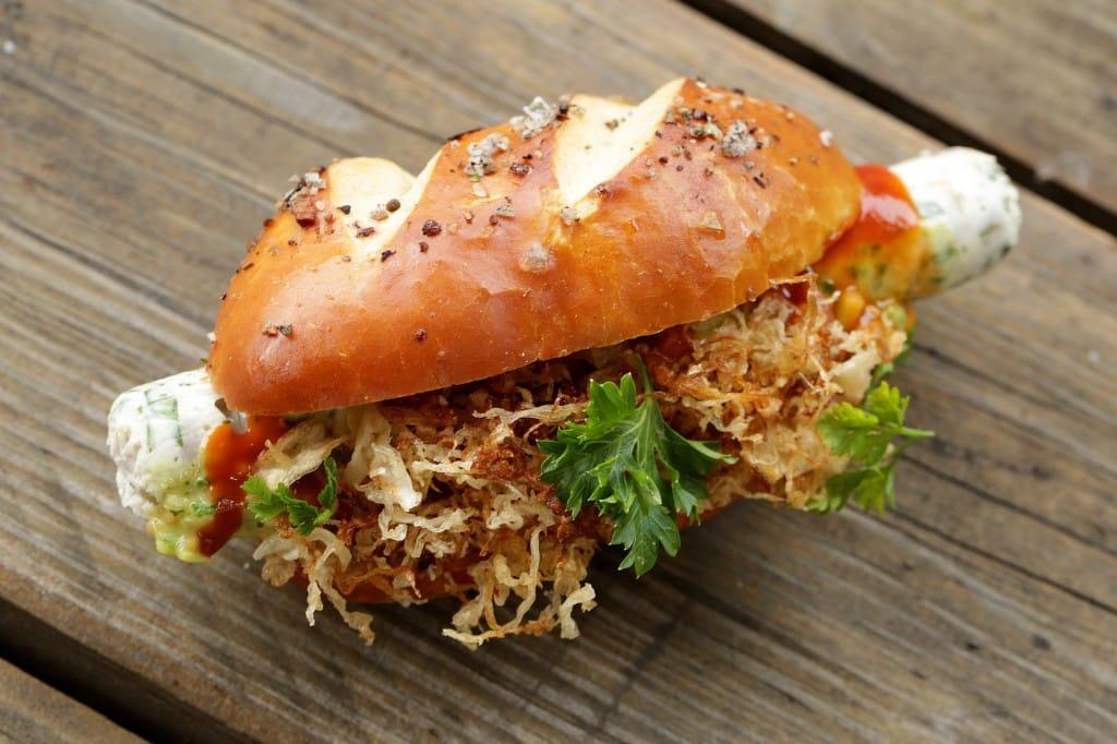 So sehen Sieger aus: Der Frankfurter Matjes Hotdog war eines der Gewinnerrezepte.