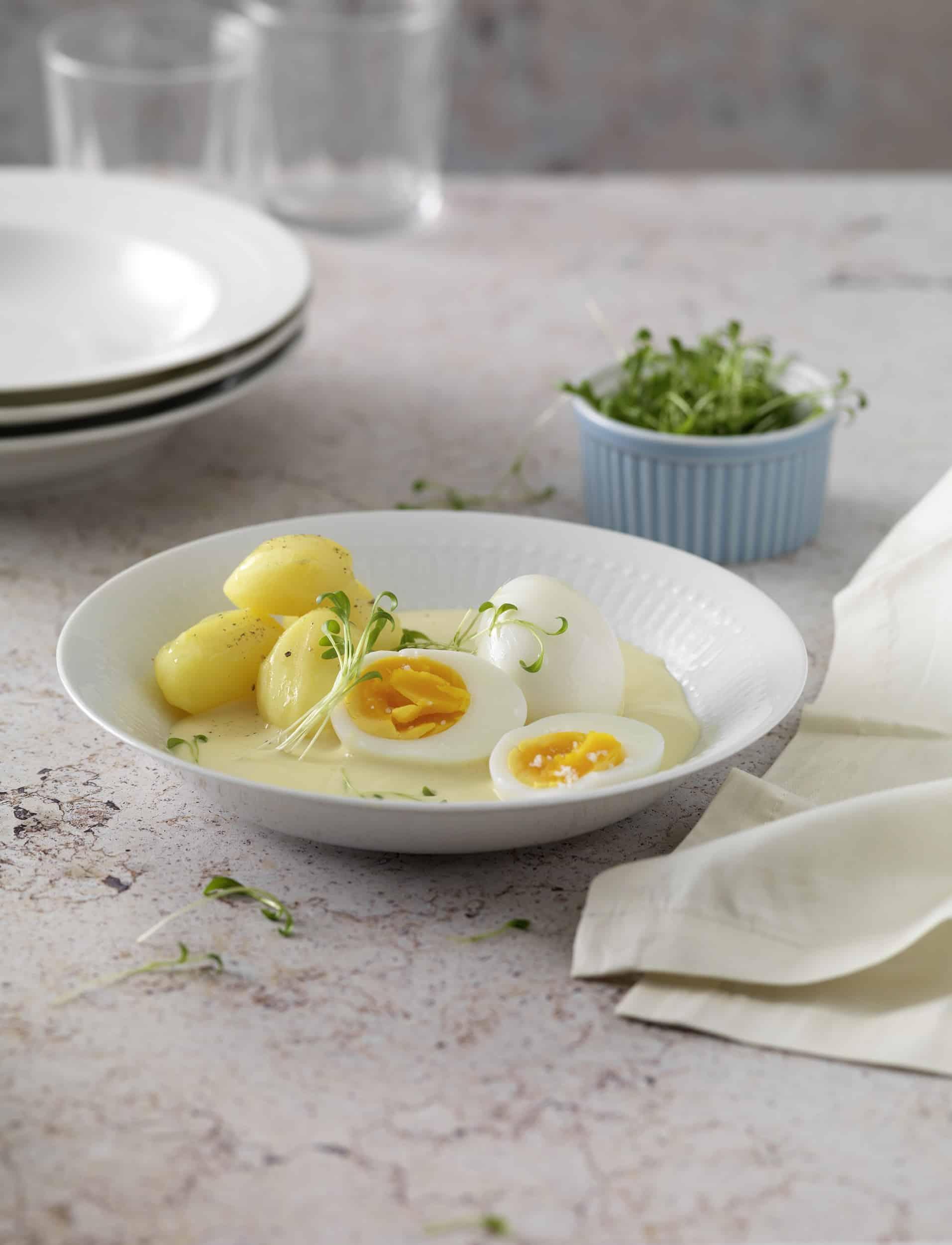 Mit Küchenklassikern Senioren begeistern - Ei mit Senfsauce und Kartoffeln