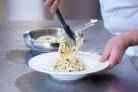 Mit Rama Cremefine Schlagcreme gelingt Pasta Carbonara garantiert
