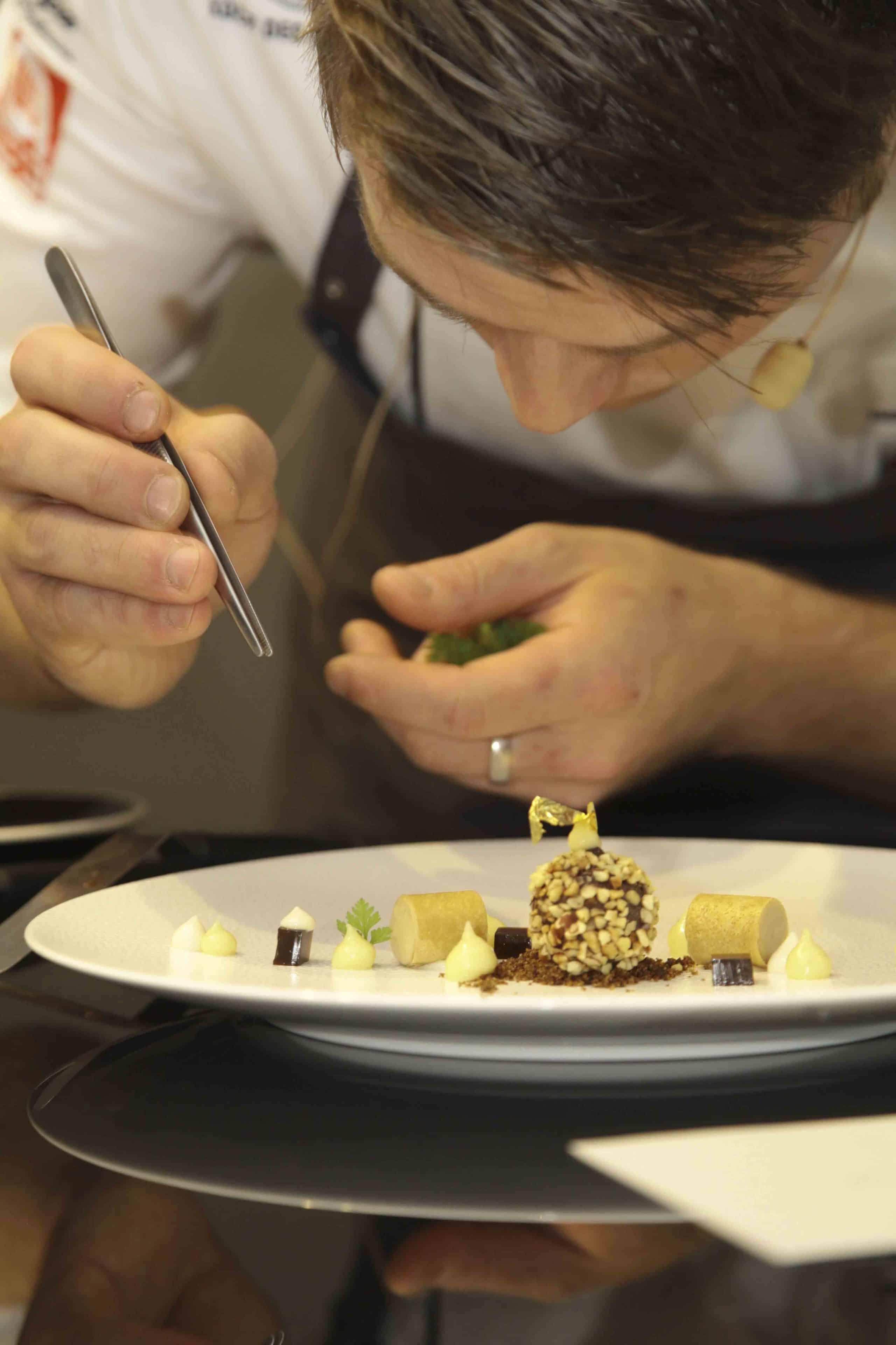 Schweizer spitzenkoch wird k chenchef im hamburger for Koch des jahres 2017