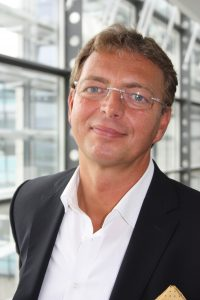 Professor Dr. Christoph Beck hält Vortrag zum Thema Employer Branding als Führungsaufgabe