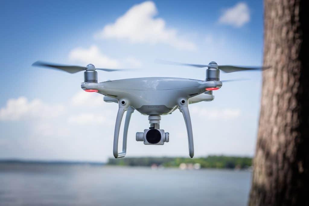 Kellner-Drohnen fliegen Champagner und Hühnerkeulen an den Tisch