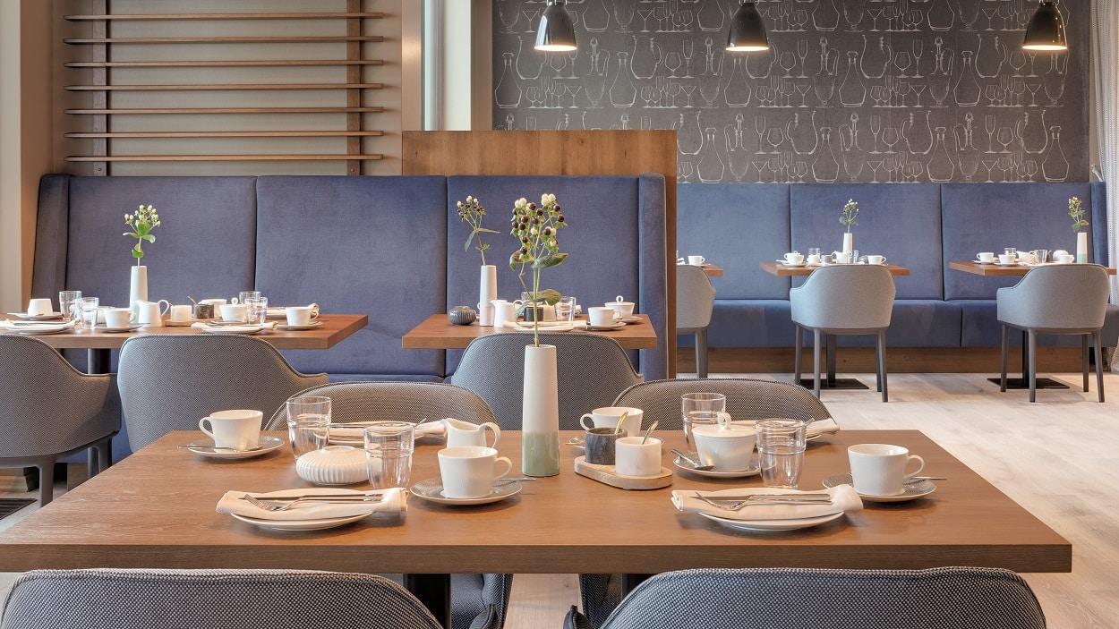 BAUSCHER_Referenz_Hotel Stadt Lörrach_Restaurant Hebel_Frühstück 2_Farbkonzept 2