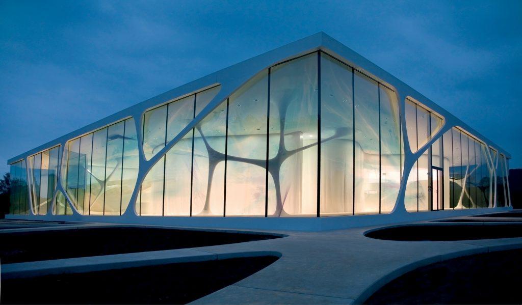 Traditionsunternehmen feiert Jubiläum - 10 Jahre Leonardo glass cube