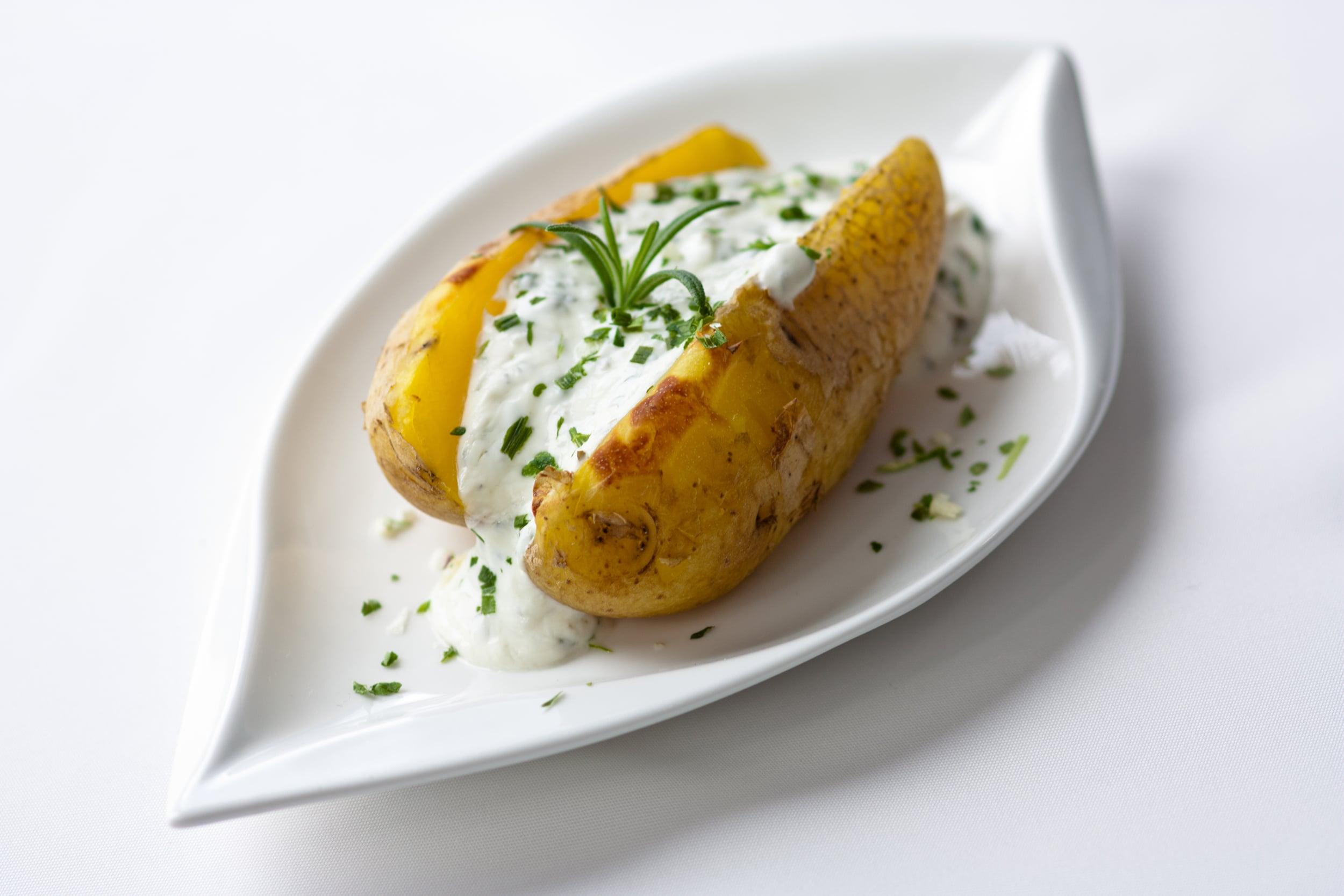 Unverzichtbar zur heißen Kartoffel - Sour Cream von Märker Fine Food