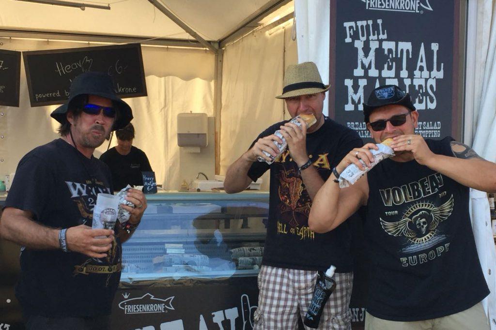 Wacken-Fans feiern den Matjes