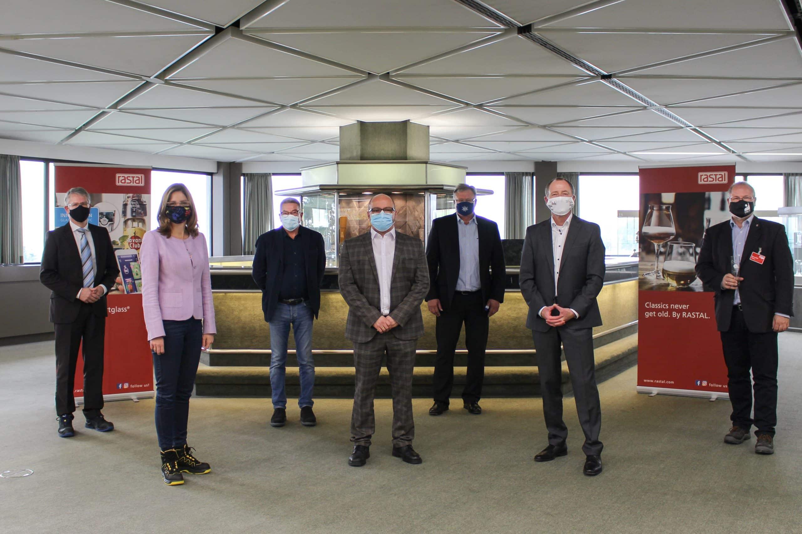 Digitale Innovationen in Glas – Arbeitsministerin besucht RASTAL