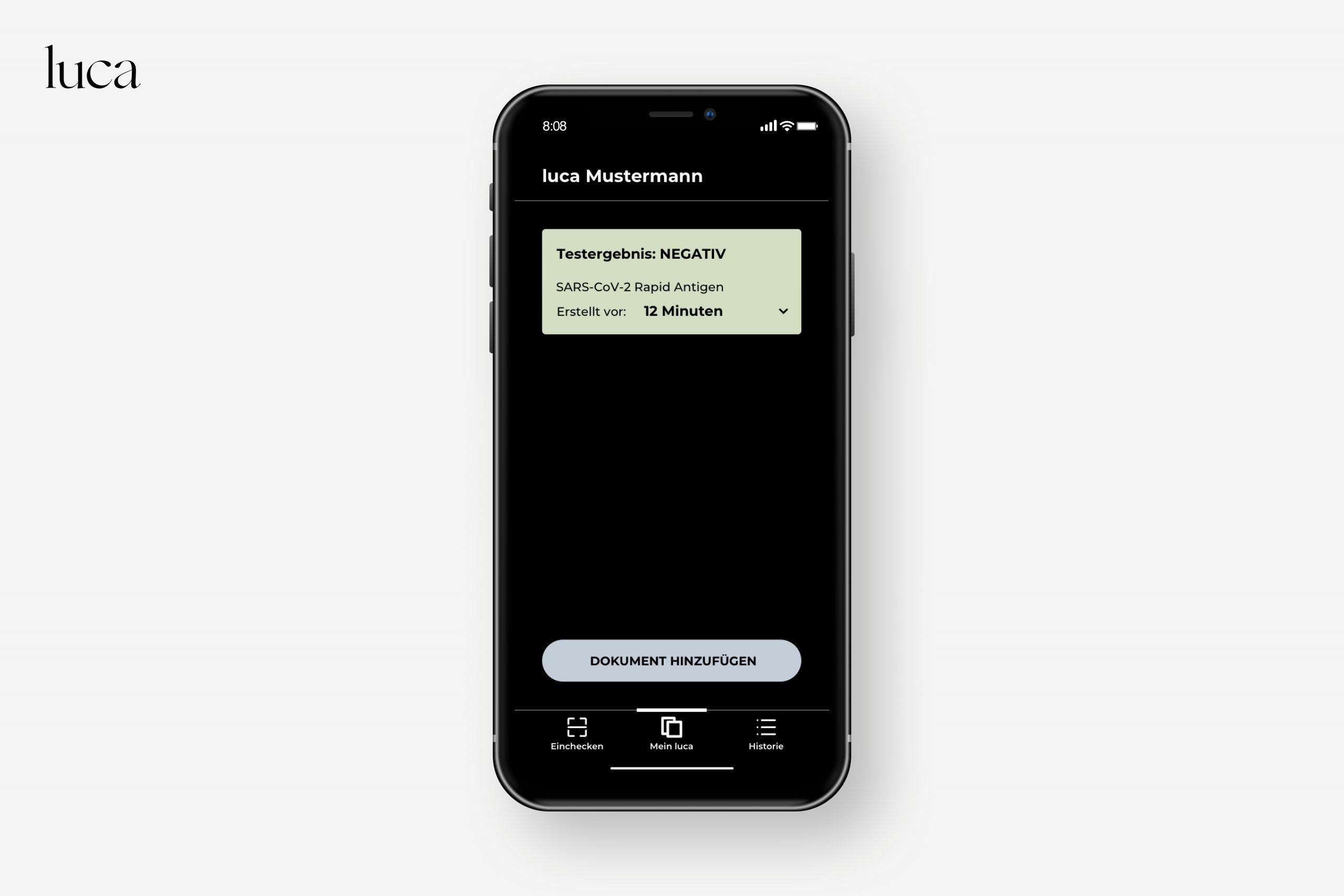 Nutzer:innen scannen den QR-Code des Testergebnisse mit der luca App und legen die Daten in der App auf ihrem Smartphone ab.
