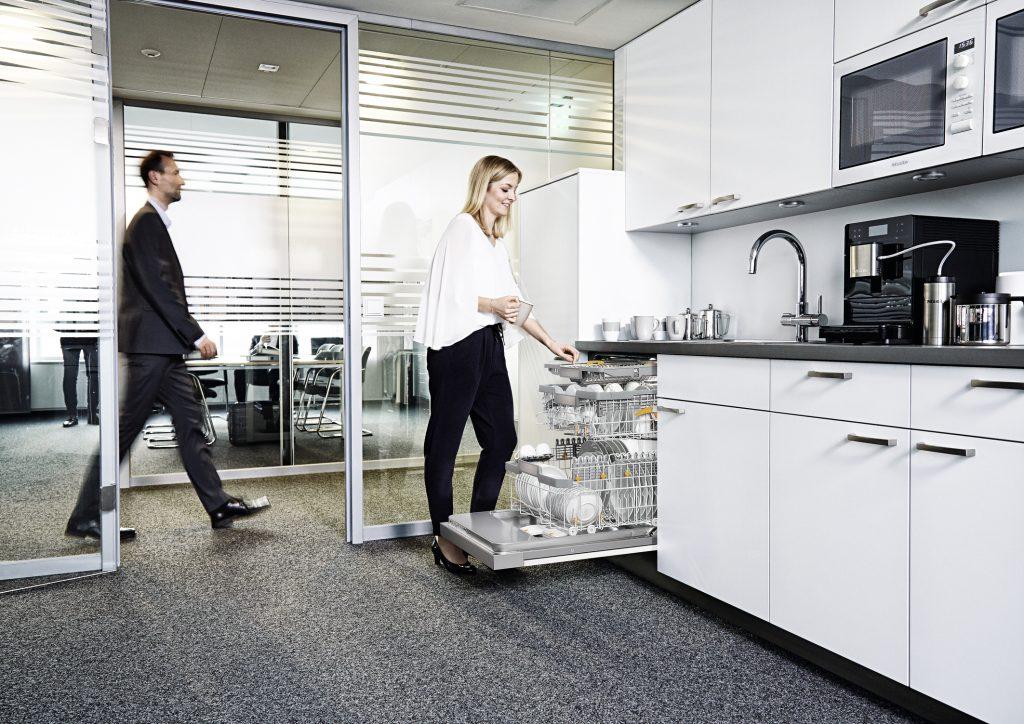ProfiLine-Geschirrspüler von Miele kombinieren die auf Langlebigkeit und Geschwindigkeit ausgelegte Technologie von Gewerbegeräten mit dem einzigartigen Bedienkomfort und der Eleganz von MieleHaushaltsgeschirrspülern.