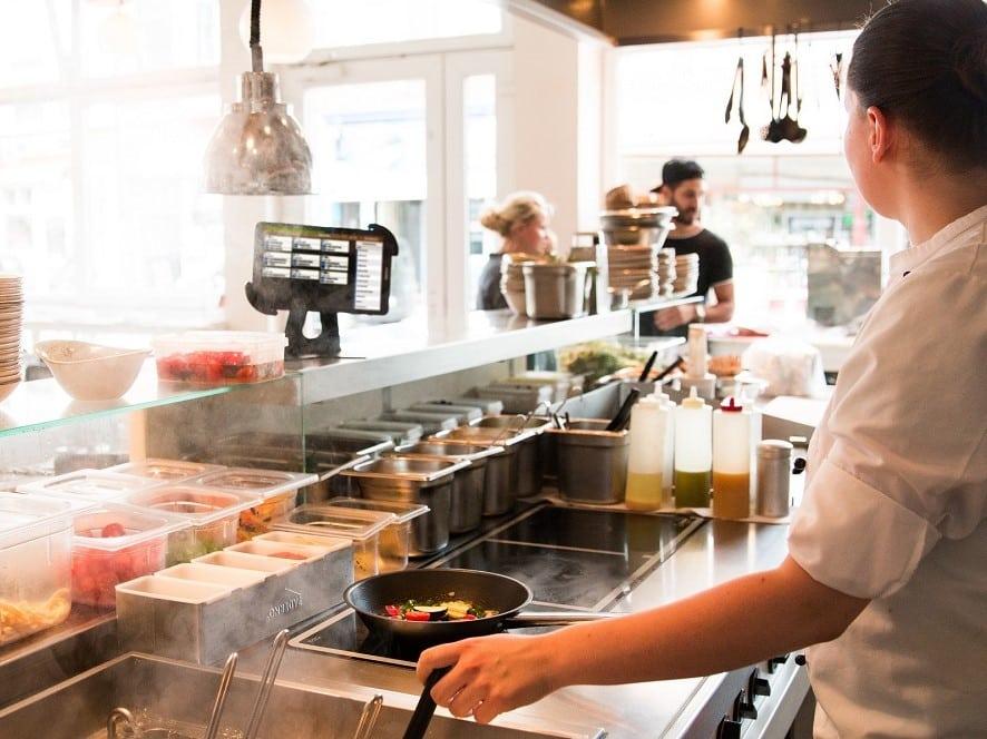 Gastronovi liefert mit dem digitalen Küchenmonitor ein Beispiel dafür, dass sich Digitalisierung und Nachhaltigkeit nicht ausschließen müssen – vielmehr, dass eine effiziente Ressourcenplanung zu nachhaltigerem Arbeiten führt.
