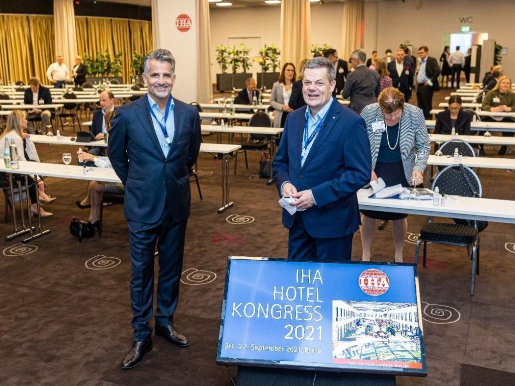 Im Zeichen des Neuanfangs startete am Montag der Hotelkongress IHA in Berlin. Rund 200 Teilnehmer sind im Mercure Hotel in Berlin zusammengekommen, um vor dem Hintergrund der Pandemie über aktuelle Herausforderungen zu diskutieren.